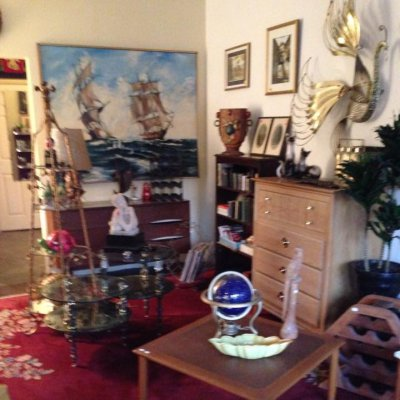 Leslie's Antiques & Consignment Store